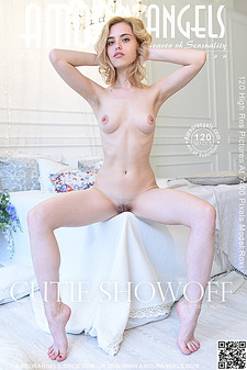 Amour Angels - Roxi - Cutie Showoff
